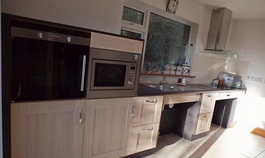 plan de travail en inox pour cuisine interesting cuisine ouverte avec bar donnant sur la pice. Black Bedroom Furniture Sets. Home Design Ideas